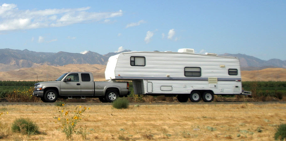 5th wheel towing with a truck