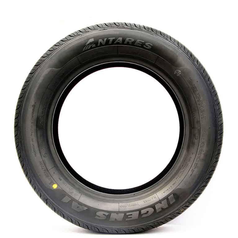 Tire Sidewall | Photo by 请叫我斌少