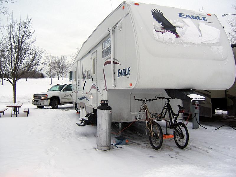 Jayco Fifth Wheeler Camping in the Winter Months